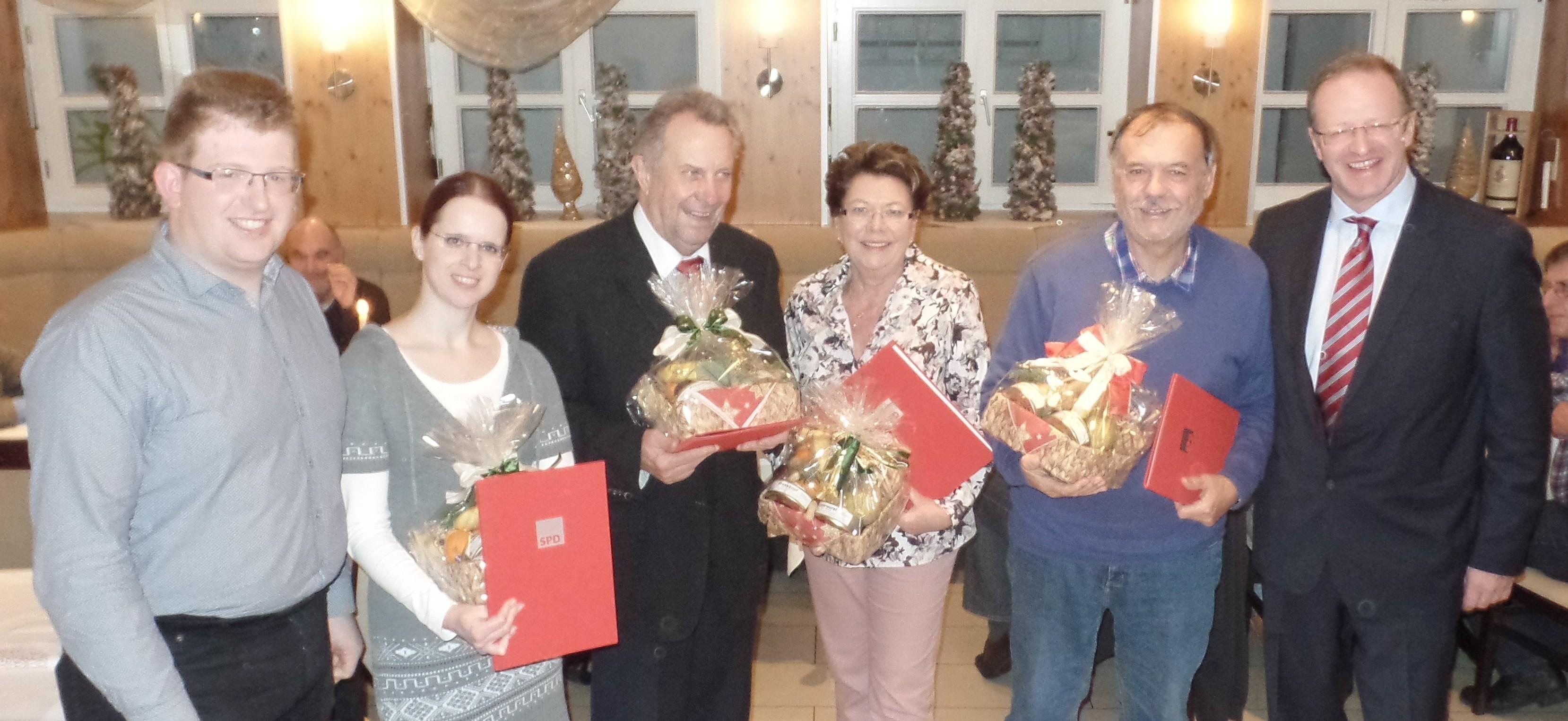 von rechts: Peter Sulzmann, Peter Hackradt, Heide Wolf, Manfred Kreis, Nicole Fuchs, Michael Gerheim