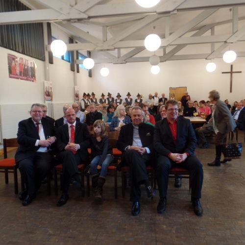 von links: Vorsitzender der SPD-Fraktion in Kreistag Werner Müller, stellvertretender Vorsitzender des SPD Unterbezirkes Ralf Kunert, Tochter von Ralf Kunert, Stadtrat Manfred Kreis, Fraktionsvorsitzender der SPD Seligenstadt Michael Gerheim